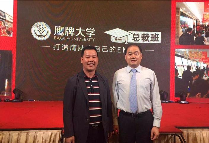 与鹰牌陶瓷集团总裁林伟先生合影